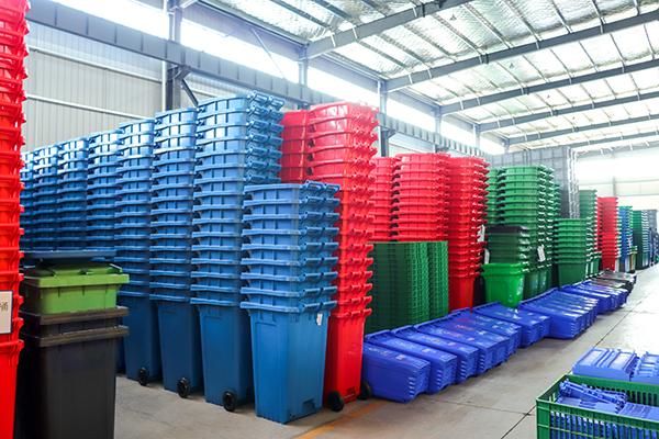 塑料垃圾桶厂房堆放
